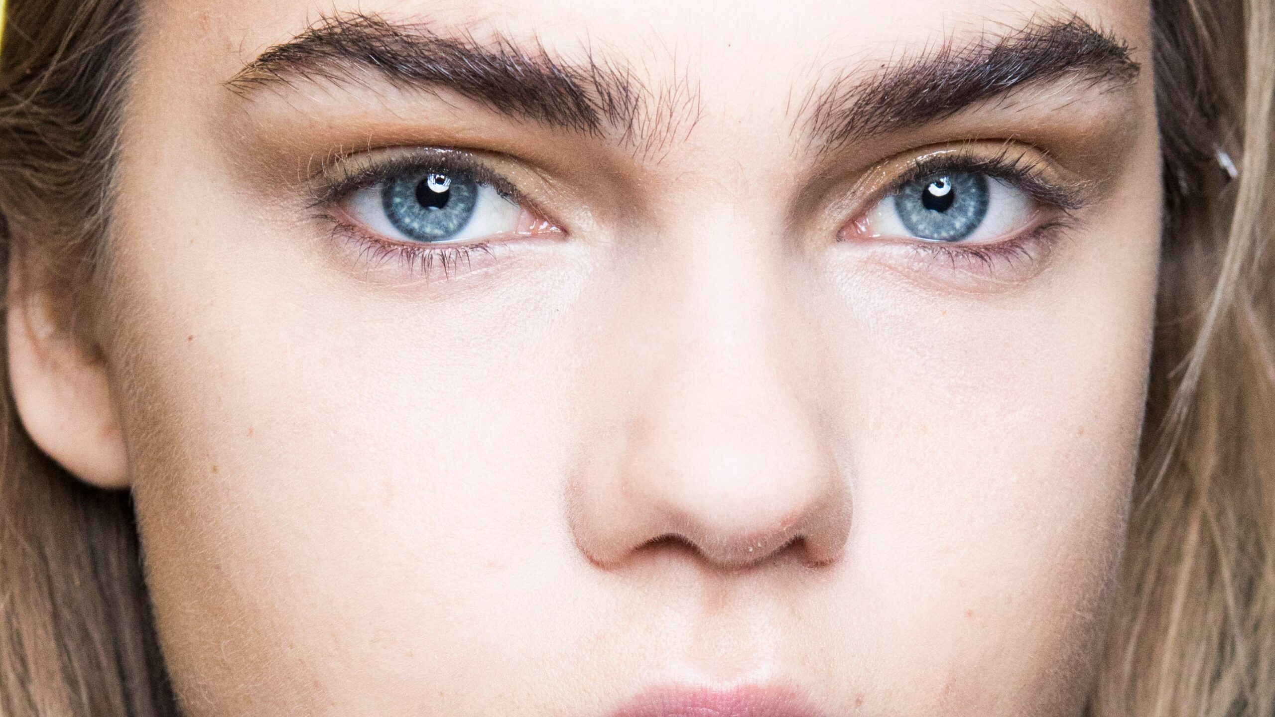 This is What It Means When Your Eyebrows Fall Out