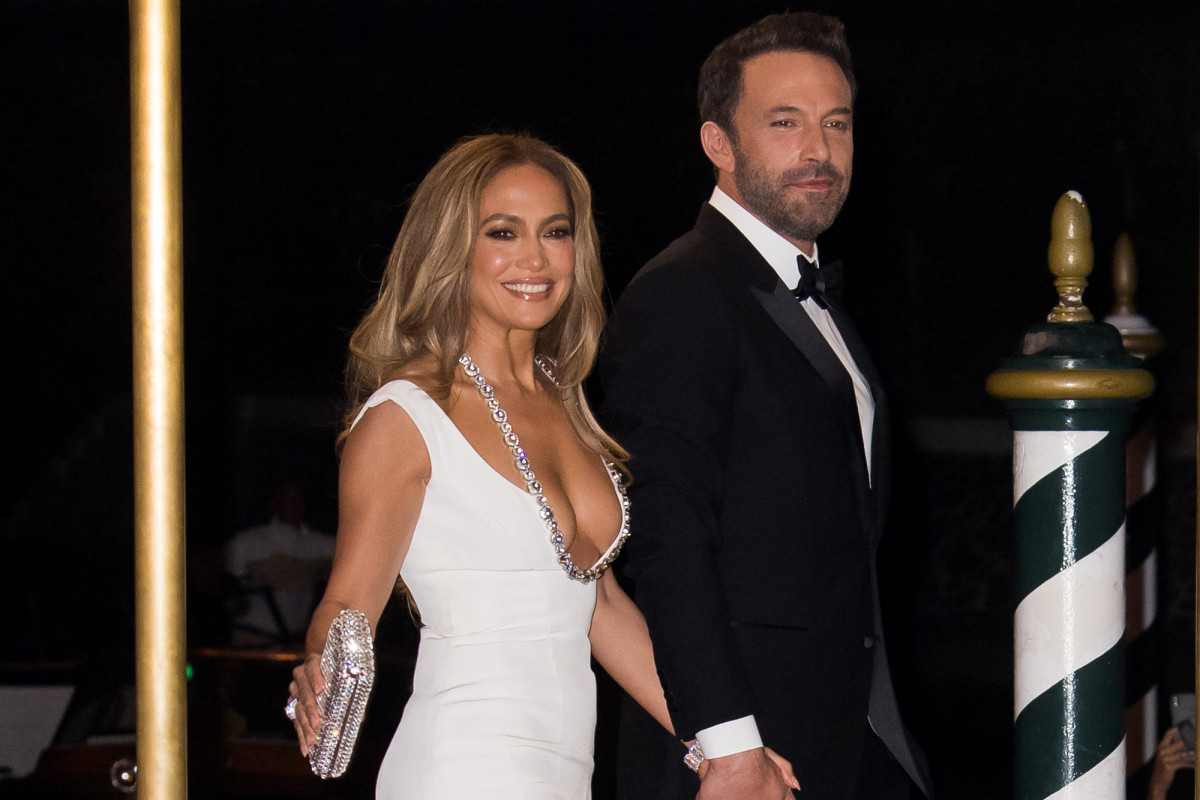 Jennifer Lopez & Ben Affleck 1st Joint Red Carpet Appearance After 18 Years – And It Looks Deep